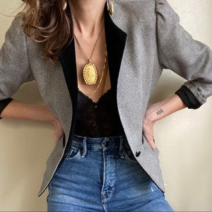 Vintage blazer with velvet collar and buttons